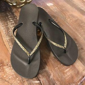 Gap Black and Gold Flip Flops, Sz 9, New